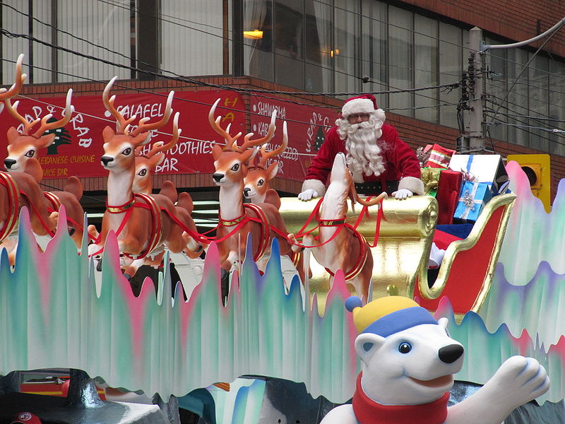 "{""author"":""Loozrboy"",""link"":""https%3A//commons.wikimedia.org/wiki/File%3ASanta_Claus_Parade_Toronto_2009_%282%29.jpg"",""descr"":""""}"