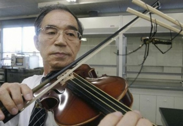 "{""author"":""Shigeyoshi%20Osaki%2C%20Nara%20Medical%20University"",""link"":""http%3A//www.newscientist.com/article/dn21540-spider-silk-spun-into-violin-strings.html%23.VIleudKsVvo"",""descr"":""""}"