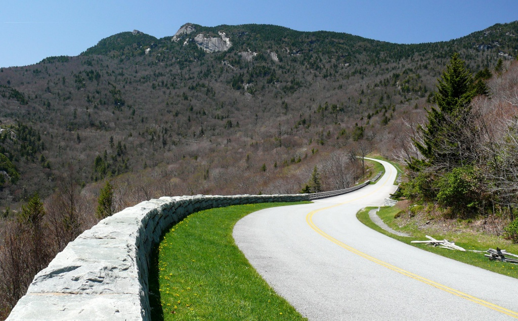 "{""author"":"""",""link"":""http%3A//upload.wikimedia.org/wikipedia/commons/b/ba/Blue_Ridge_Parkway-27527.jpg"",""descr"":""""}"