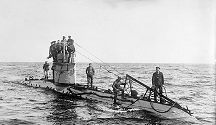 "{""author"":""W.wolny"",""link"":""https%3A//commons.wikimedia.org/wiki/File%3AGerman_UC-1_class_submarine.jpg"",""descr"":""""}"