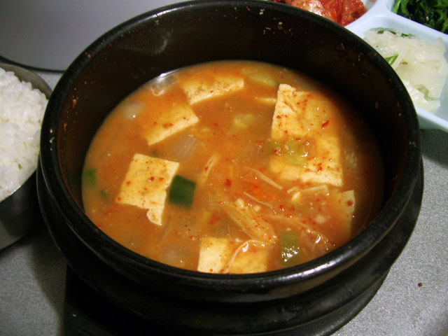 "{""author"":""%20ZenKimchi"",""link"":""https%3A//commons.wikimedia.org/wiki/File%3ADoenjang_jjigae.jpg"",""descr"":""""}"