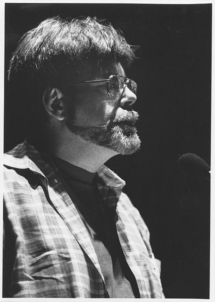 "{""author"":""MDCarchives"",""link"":""https%3A//commons.wikimedia.org/wiki/File%3AStephen_King%2C_Miami_Book_Fair_International%2C_1993.jpg"",""descr"":""""}"