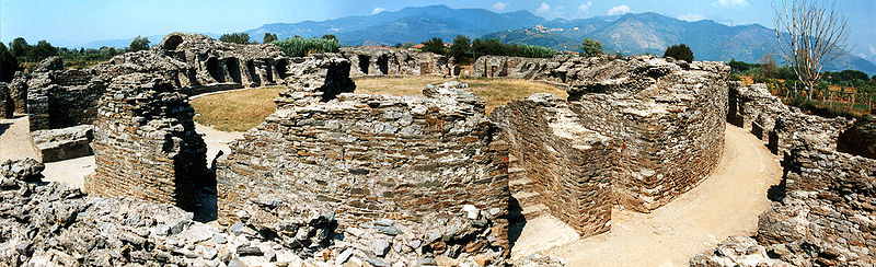 "{""author"":""Mediatus"",""link"":""https%3A//commons.wikimedia.org/wiki/File%3ALuna_Amphitheater1.jpg"",""descr"":""""}"